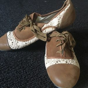 Steve Madden tan suede shoes with small heel